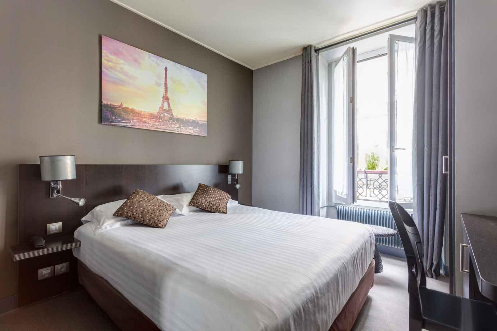 Chambre Double Baudelaire : Chambre double hotel jardin de villiers paris