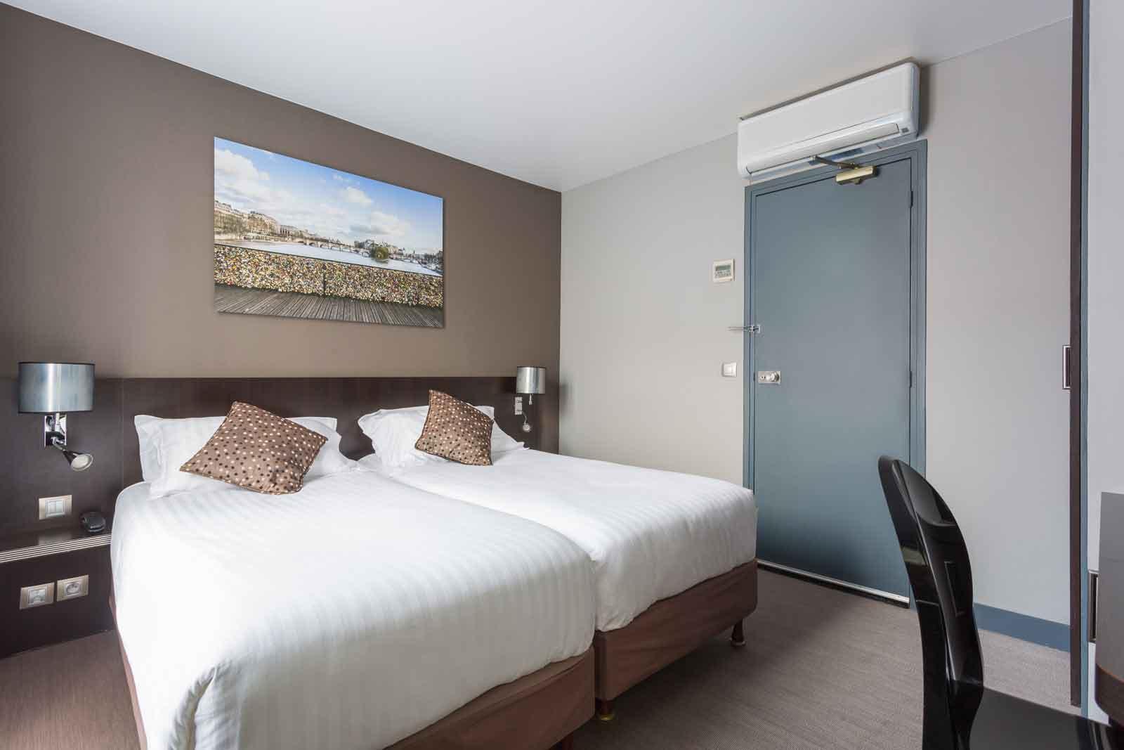Single Room With 2 Beds Jardin De Villiers Hotel Paris 17th