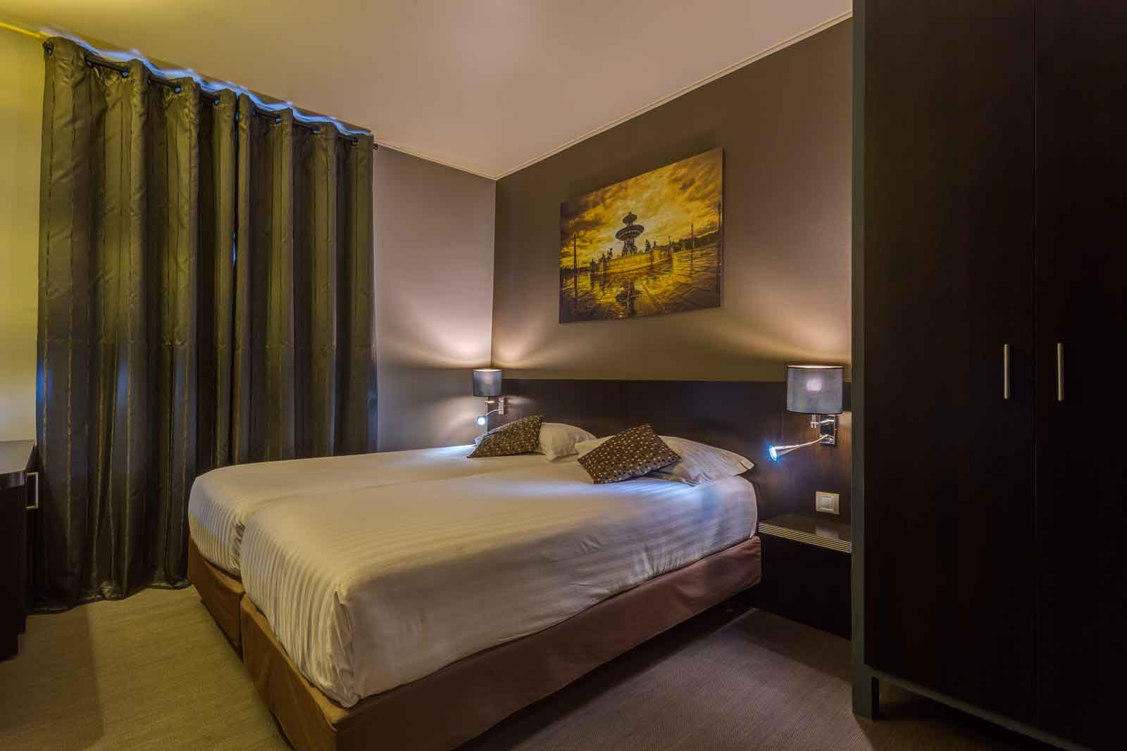 Chambre twin a 2 lits hotel jardin de villiers paris 17 for Chambre twin